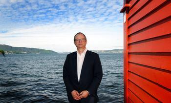 Benchmark-grunnlegger slutter i selskapet
