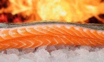 Leve baja en precio del salmón noruego