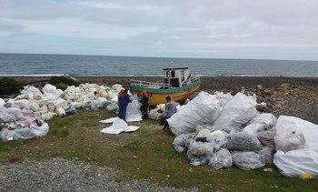Plan de limpieza de playas avanza exitosamente en Hualaihué