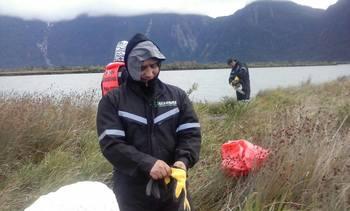 Queilinos impulsan mingas para limpiar sus playas durante el verano