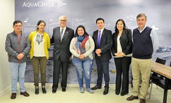Autoridades regionales visitan planta de Aquachile