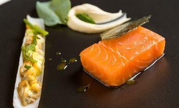 Leve caída en el precio del salmón noruego