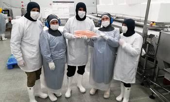 Subsecretario del trabajo destaca participación femenina en la industria del salmón