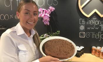 Solgte 18 sjokoladekaker på en uke ombord