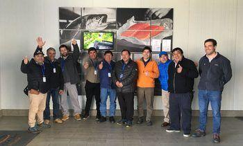 Representantes de la pesca artesanal visitan planta de proceso de salmones