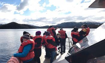 Magallanes: Salmonicultoras apoyan viaje de comunidades kawésqar