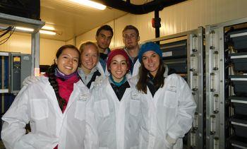 Estudiantes de Universidad de Standford visitan piscicultura de Salmones Magallanes
