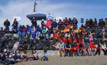 Los Fiordos realizó actividades en Día Internacional de Limpieza de Playas