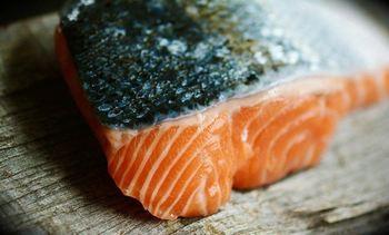 Valor del salmón noruego tuvo un alza del 3,08% en un mes