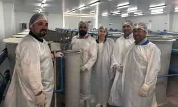 Clientes de Salmofood realizan visita técnica a Centro Experimental Acuícola