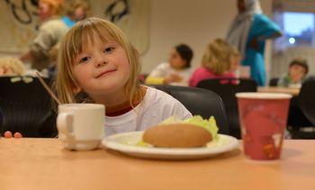 Sprelsk sjømat til barn og unge i Gildeskål