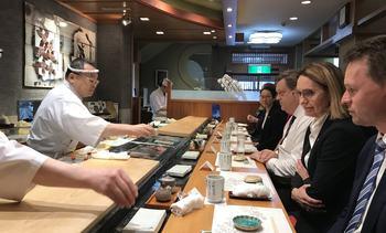 Japanske sushimestere sverger til norsk laks