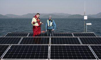 Verdens første solceller og vindmøller på oppdrettsanlegg