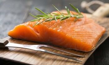 Lanzan salmón ahumado chileno de categoría cuatro estrellas BAP