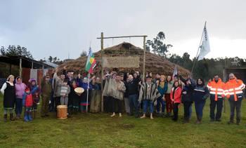 Salmonicultores inauguran nueva ruca para comunidad mapuche huilliche