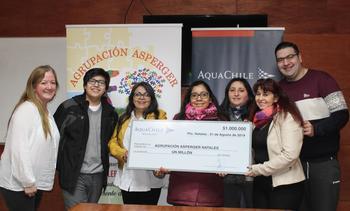 AquaChile dona premio a Agrupación Asperger Natales