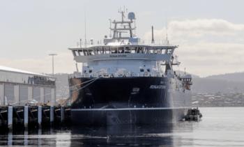Wellboat más grande del mundo llega a Tasmania