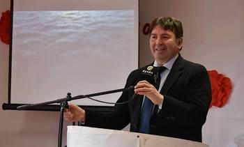 Alcalde de Aysén critica actitud de industria salmonicultora ante emergencia sanitaria