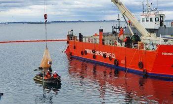 Comienzan los trabajos de reflotamiento del colapsado muelle Cabo Froward