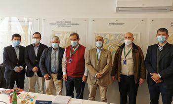 Gremios salmonicultores abordan apertura de mercados con ministro Allamand