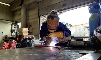 Hun er eneste kvinnelige industrimekaniker på Sletta Verft