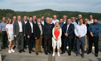100,000t fish farm's industry partners meet on site