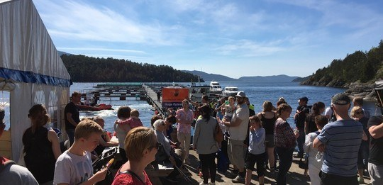 Treng frivillig til å døype ny båt under open dag