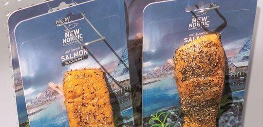Salmon smoker chooses lower-plastic packs