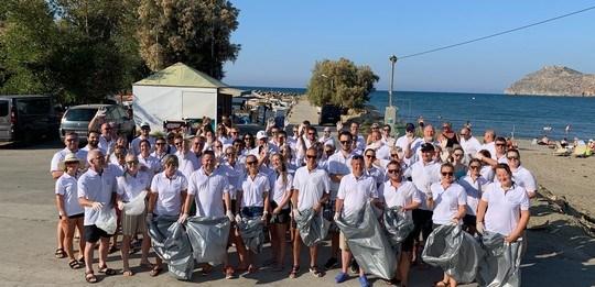 Tar initiativ for strandrydding på Kreta