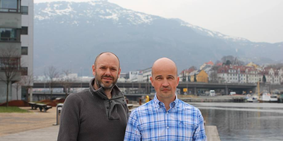 Gründerne Trond Marøy(43) og Espen Øvreeide (43) har stiftet Estro AS og leverer løsninger til havbruksnæringen. Foto: Estro AS.